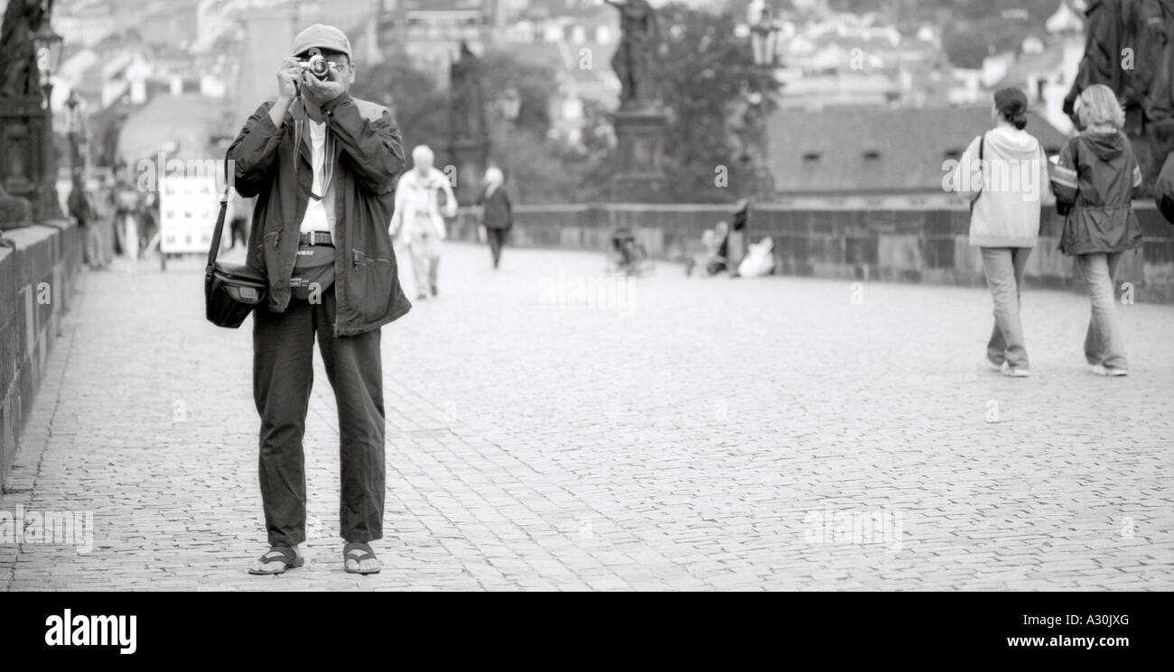 prague-czech-republic-photographer-on-charles-bridge-karluv-most-A30JXG.jpg