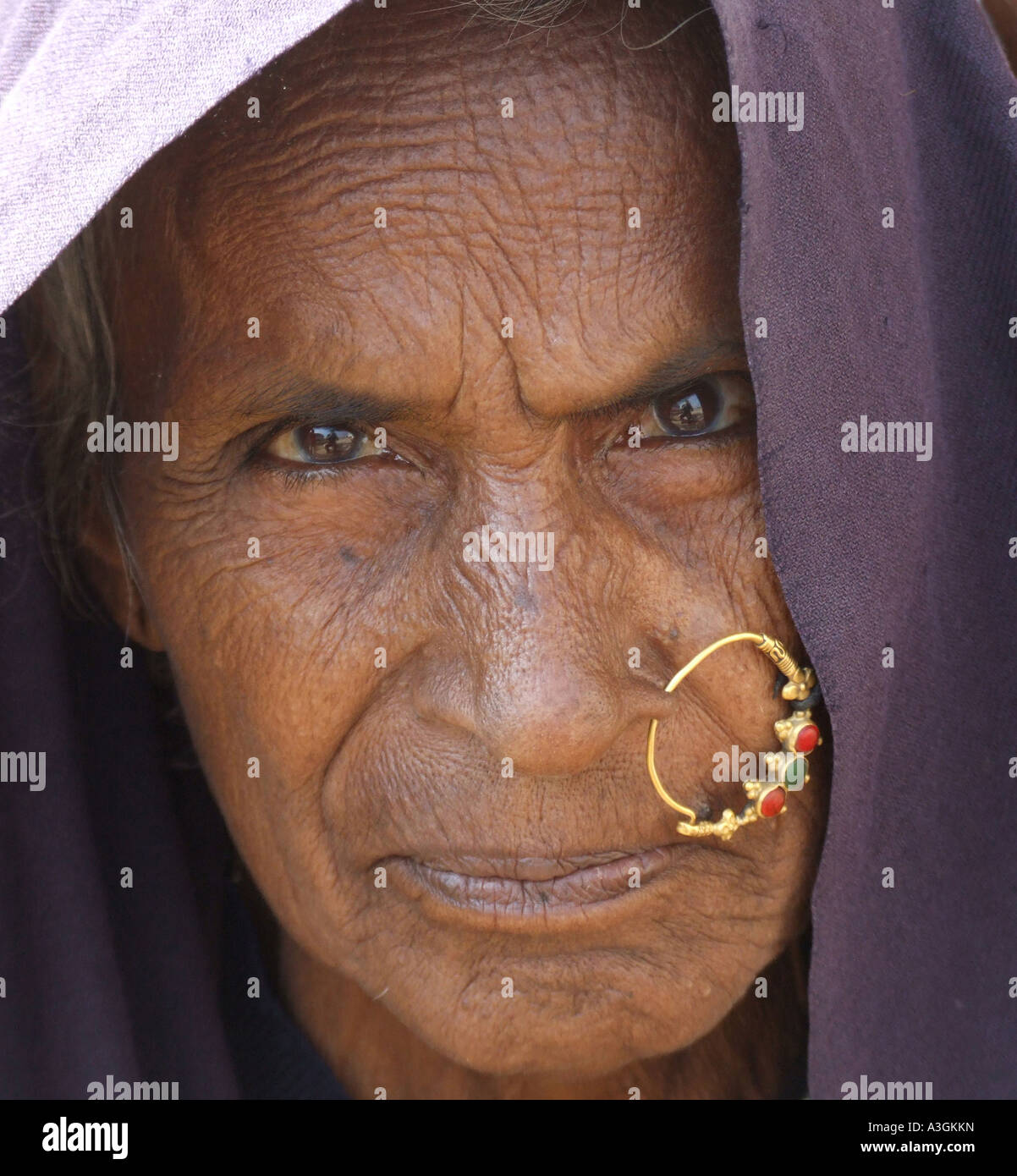 close-up-of-an-old-woman-of-devpura-tribal-village-india-A3GKKN.jpg
