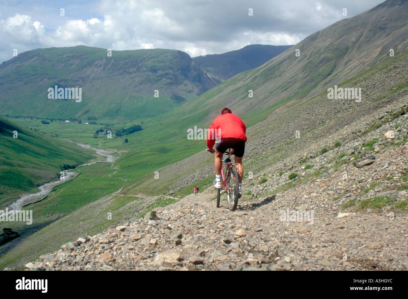 PICTURE CREDIT DOUG BLANE Doug Blane Mountain Biking in the Lake District Cumbria - Stock Image