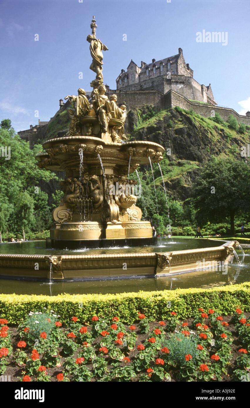 The Ross Fountain and Edinburgh Castle from Princes Street Gardens ...