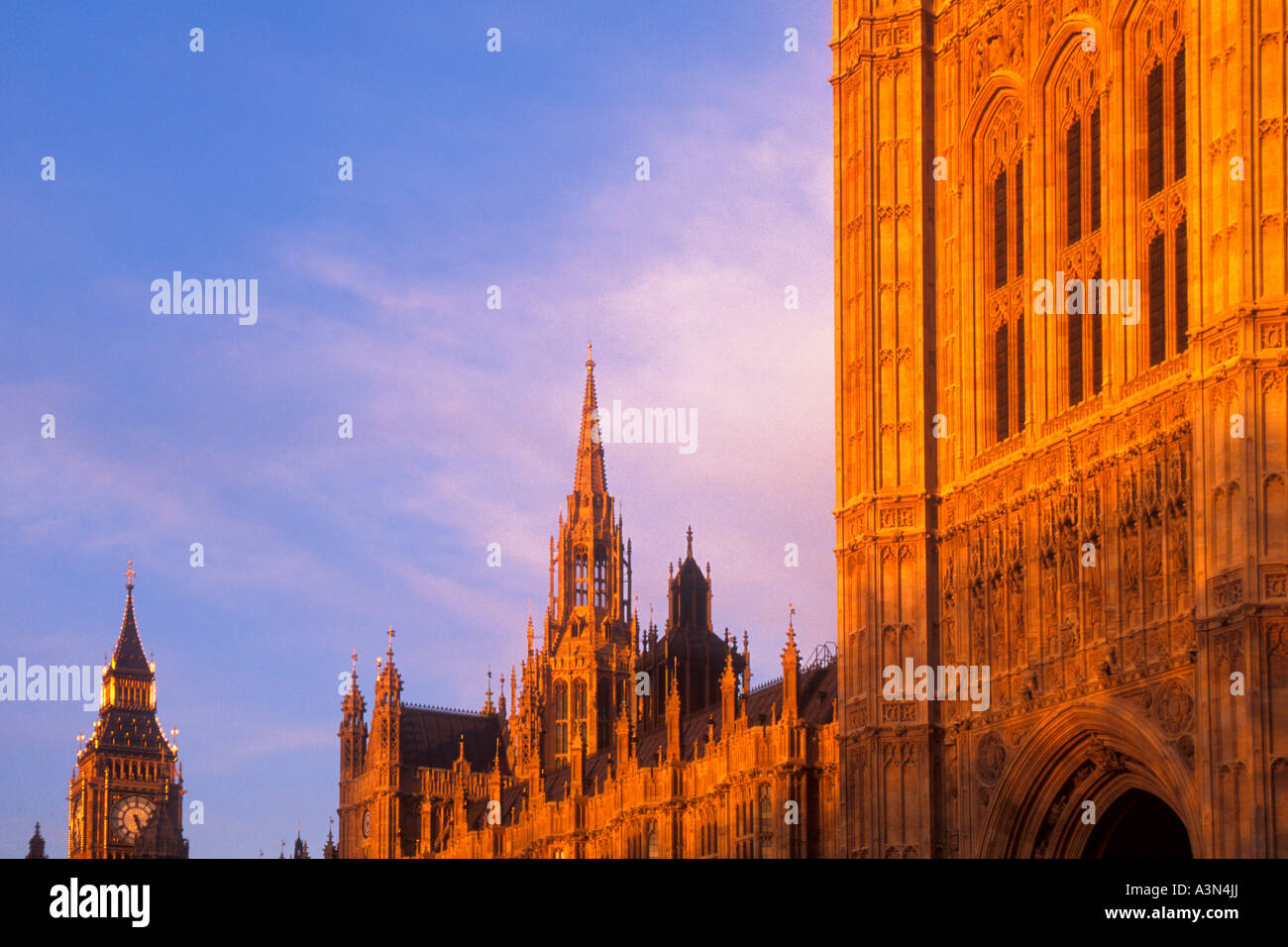 Europe England United Kingdom UK The Houses of Parliament and Big Ben at Dusk Sandra Baker - Stock Image
