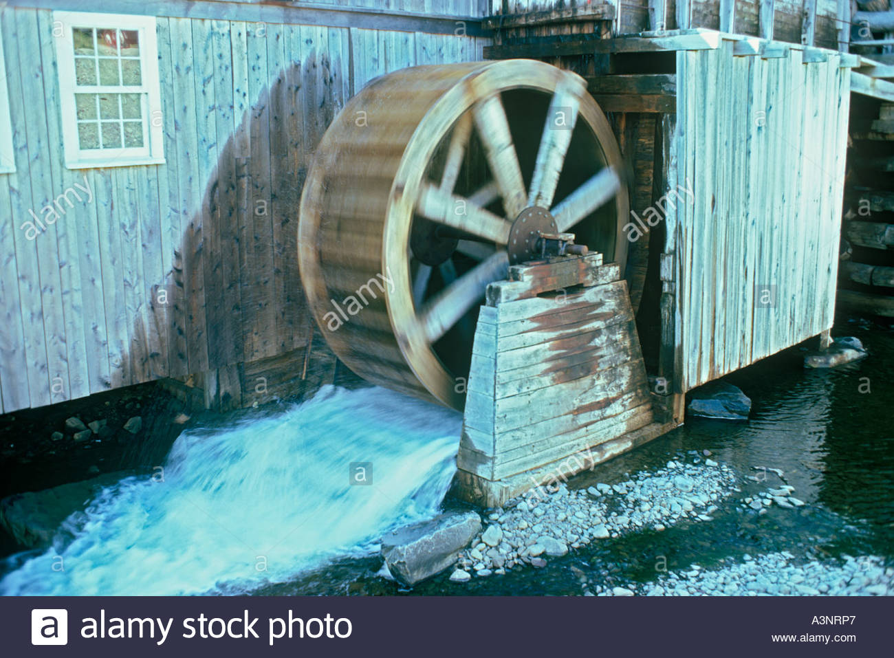 undershot-water-wheel-of-mcdonald-brothe