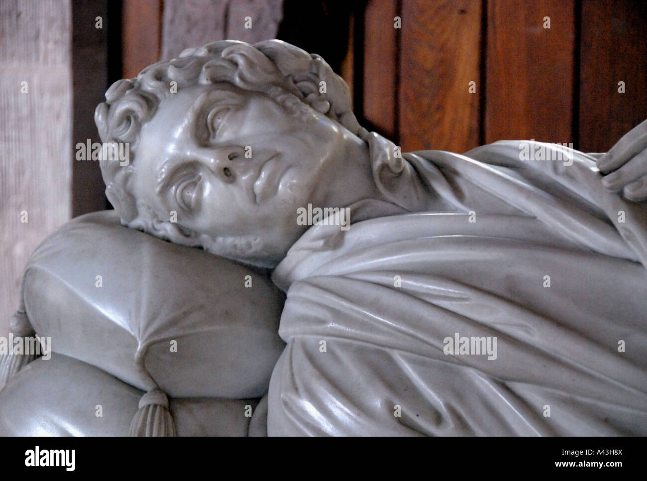 monument-to-robert-southey-detail-parish-church-of-stkentigern-crosthwaite-A43H8X.jpg