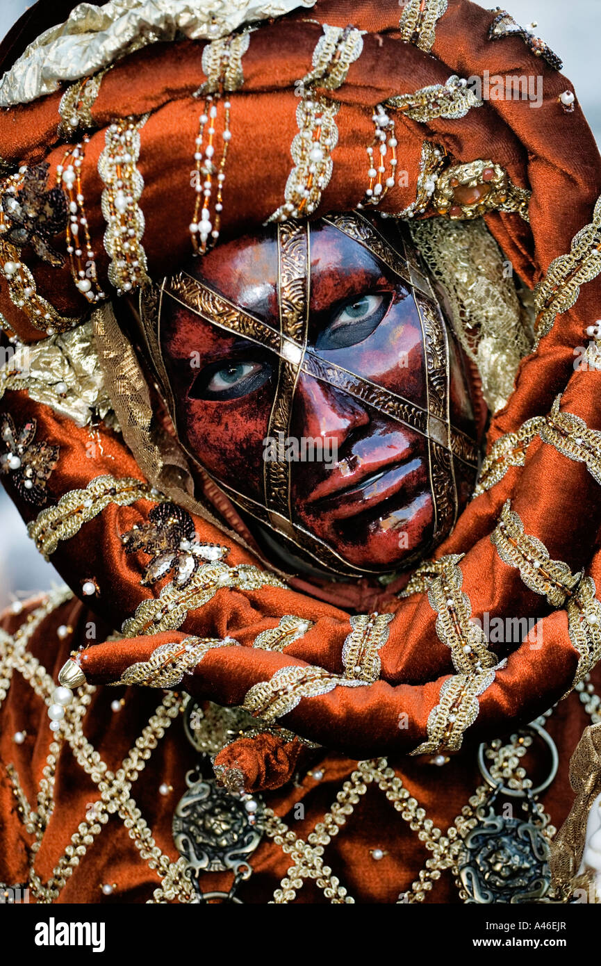 carnival-in-venice-masks-and-masquerade-A46EJR.jpg
