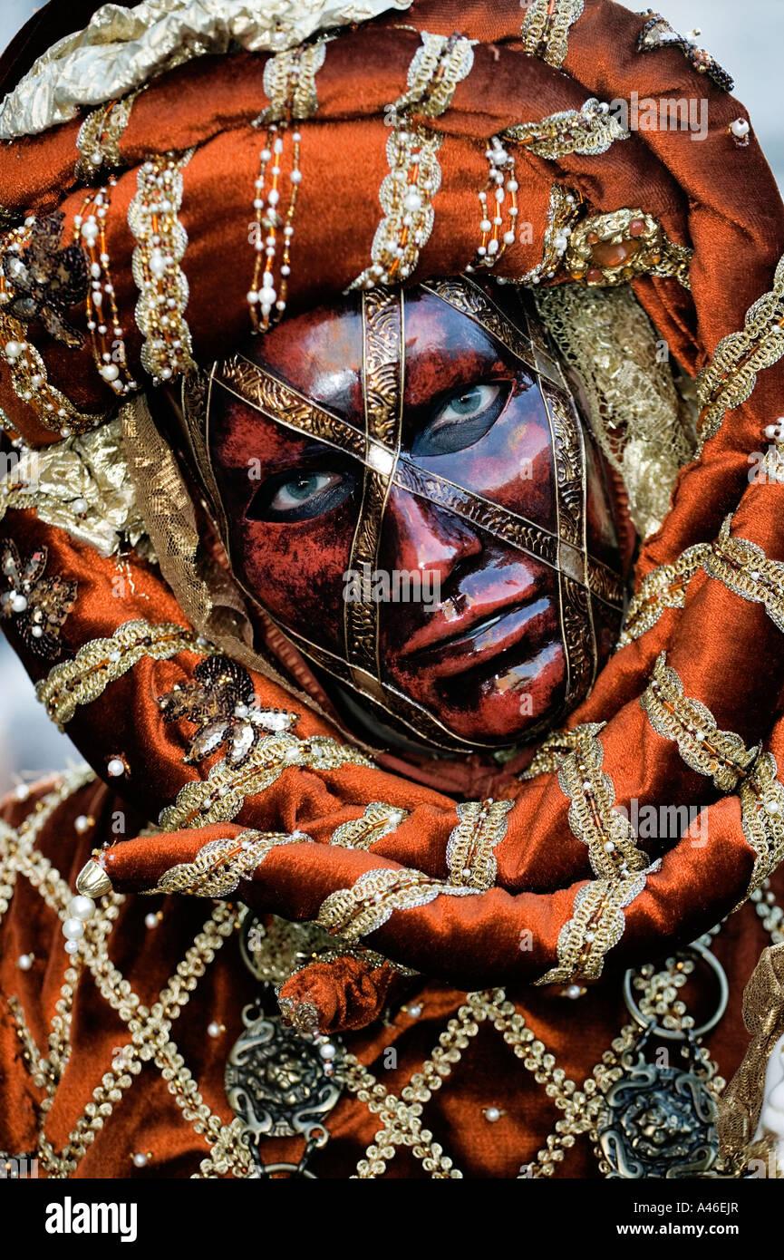 carnival-in-venice-masks-and-masquerade-A46EJR.jpg