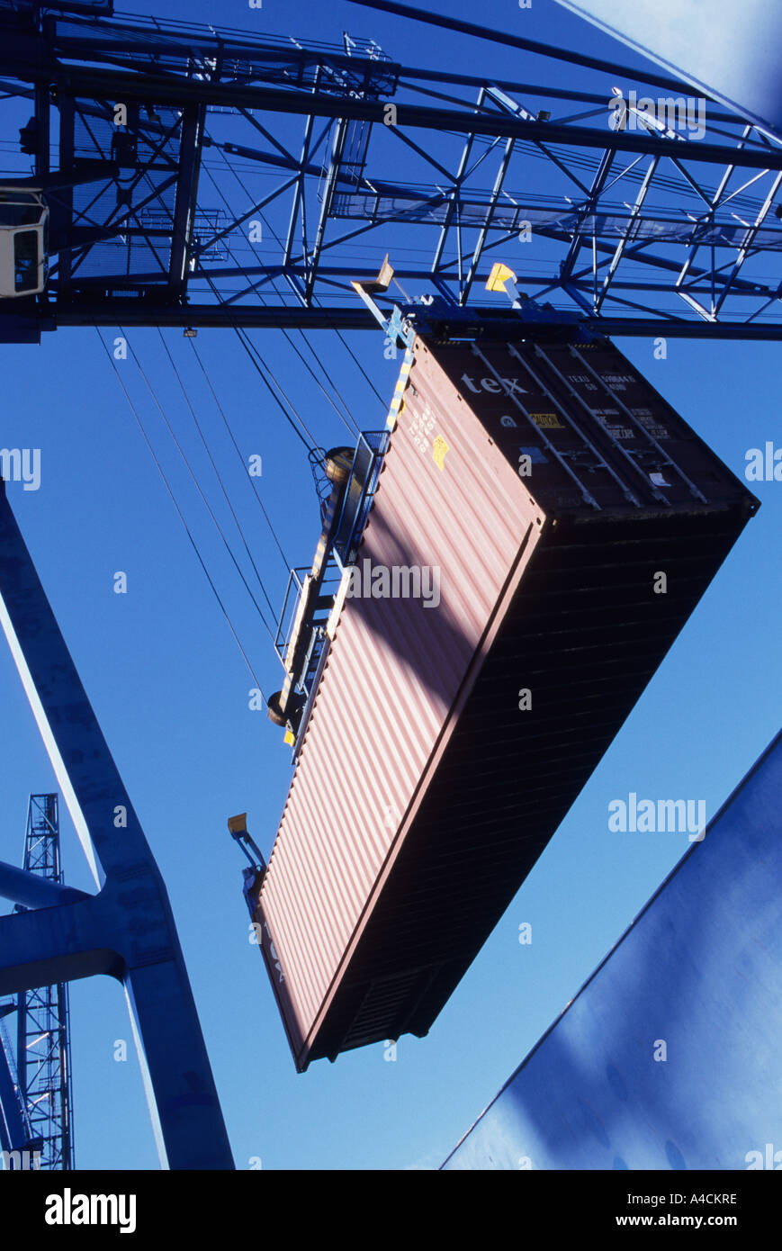 Loading container onto freighter - Stock Image