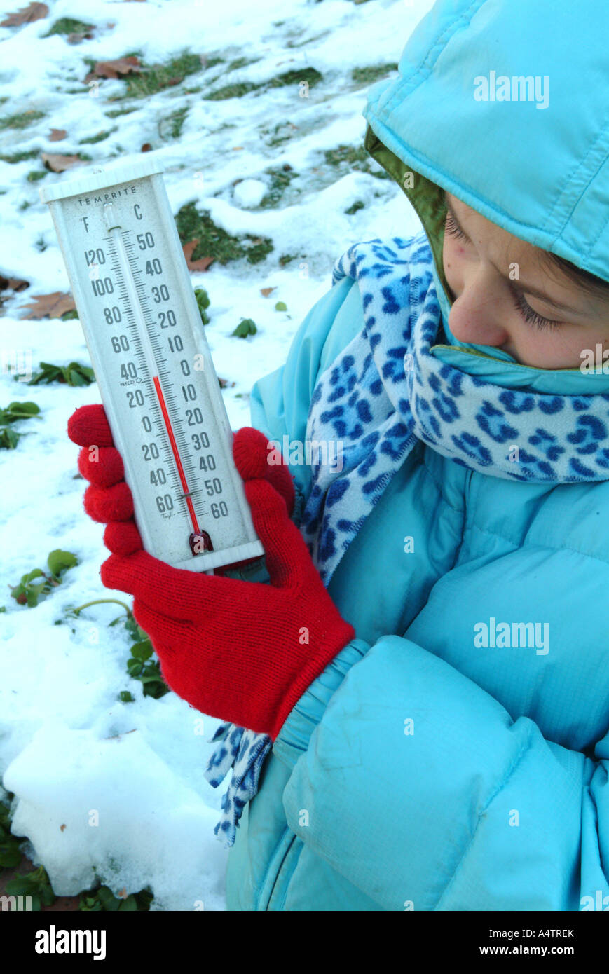 mr-10-year-old-girl-holding-an-analog-thermometer-showing-fahrenheit-A4TREK.jpg