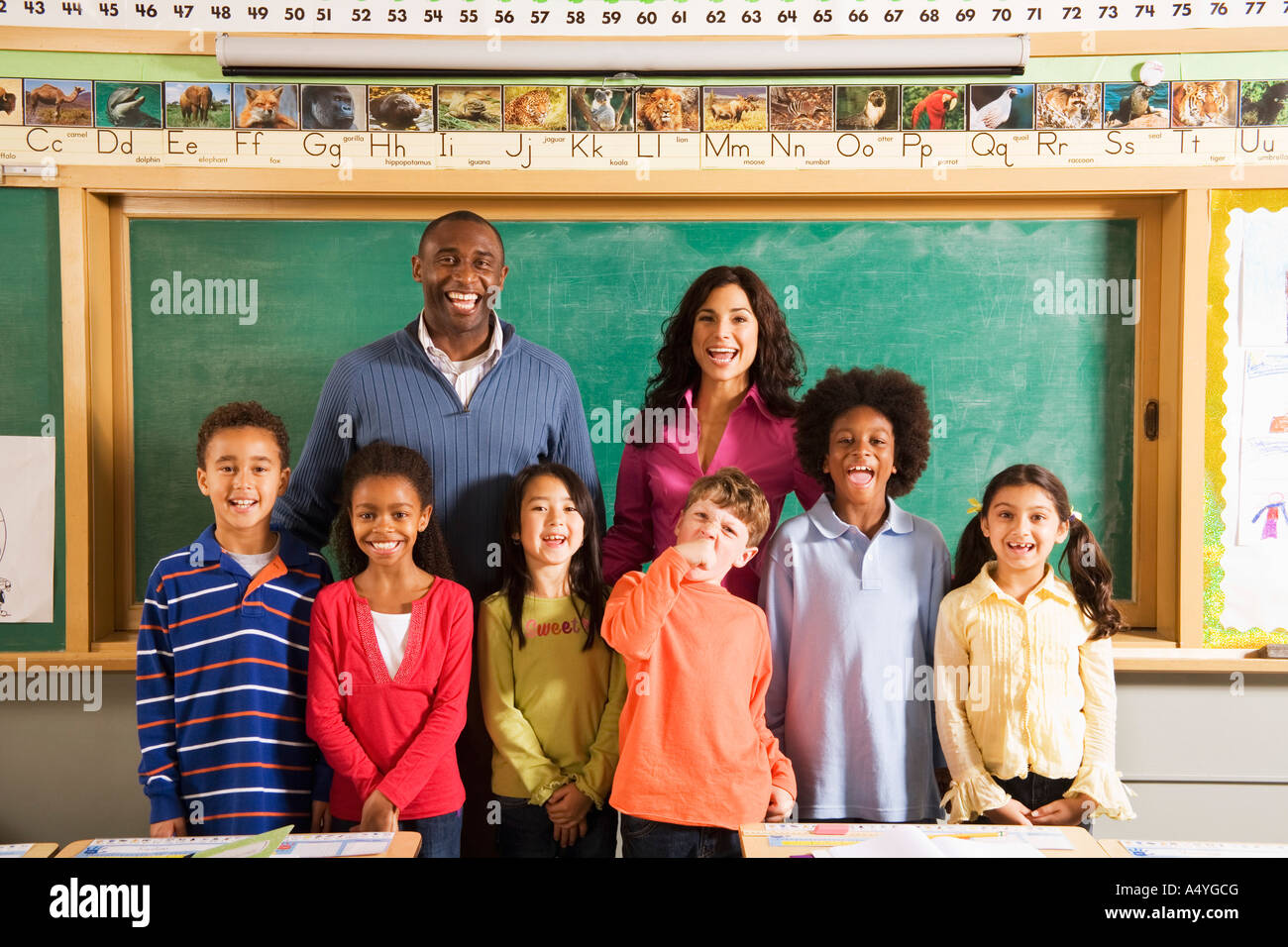 Portrait of teachers and students in classroom - Stock Image