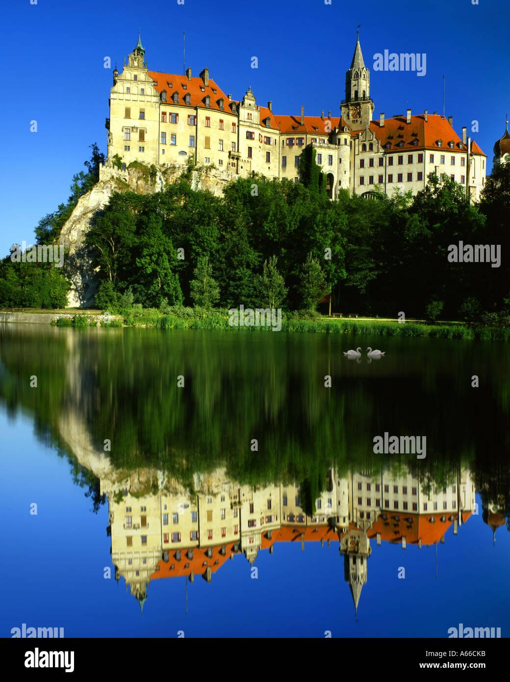DE - BADEN WUERTTEMBERG:  Hohenzollern Castle at Sigmaringen and River Danube - Stock Image