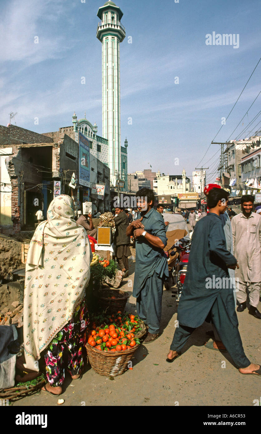 Pakistan Punjab Lahore Old City crowded street scene - Stock Image