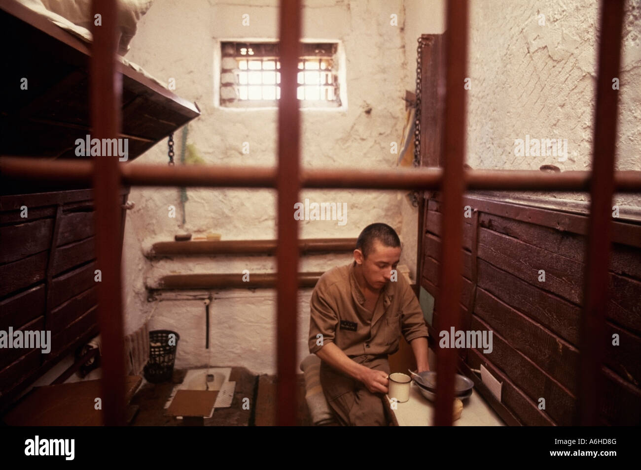 teenage-prisoner-eats-lunch-in-solitary-