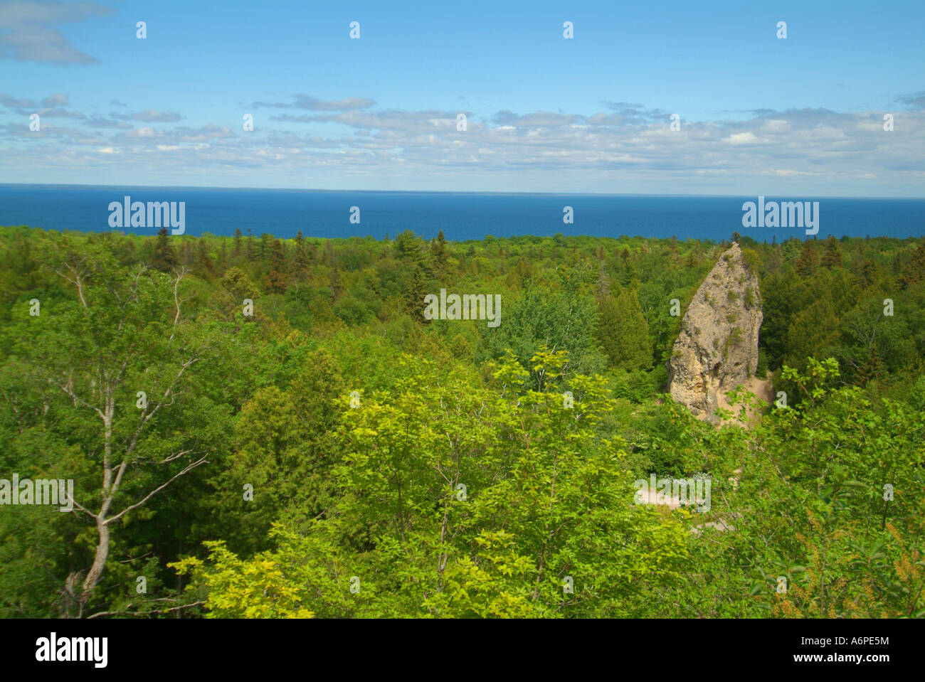 usa-michigan-lake-huron-mackinac-island-view-of-sugarload-rock-A6PE5M.jpg