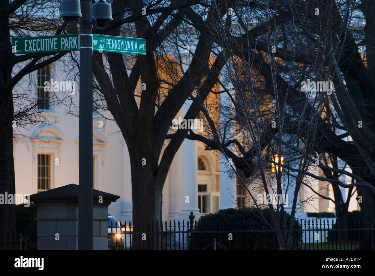 https://c7.alamy.com/comp/A7D81P/the-north-entrance-of-the-white-house-1600-pennsylvania-avenue-in-A7D81P.jpg