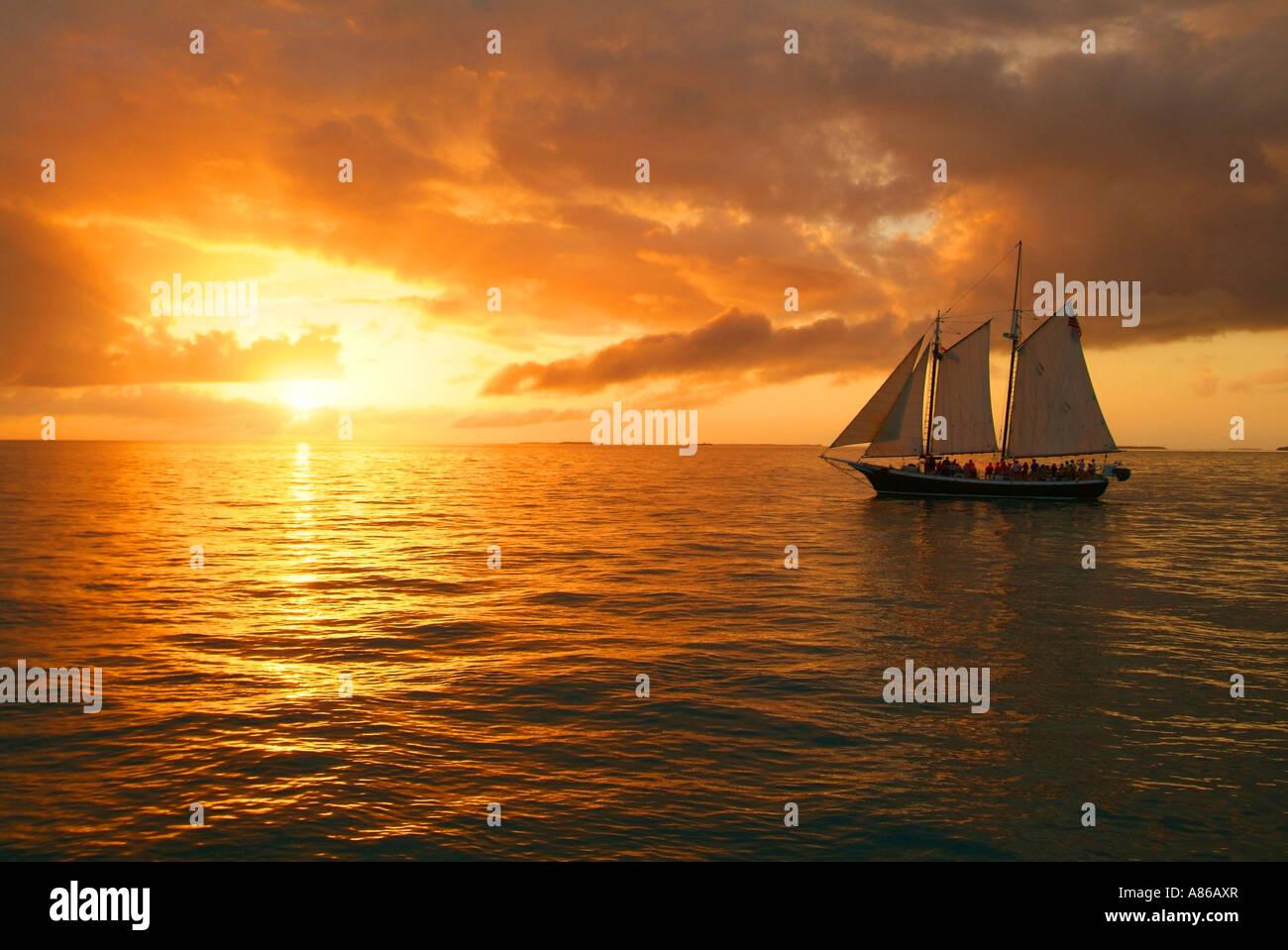 usa-florida-key-west-schooner-at-sunset-sail-A86AXR.jpg