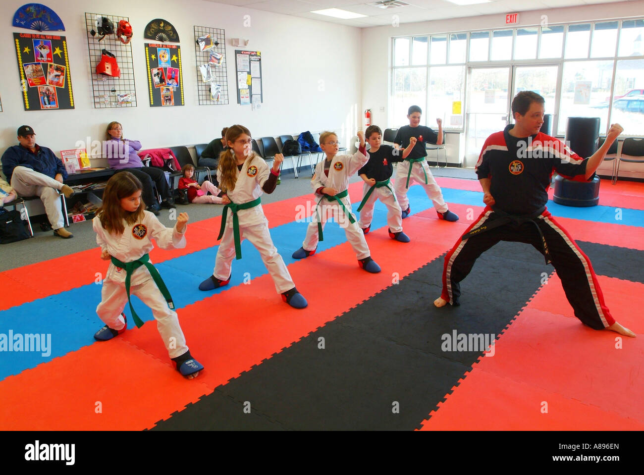 usa-a-martial-arts-tae-kwon-do-class-at-the-black-belt-academy-dominion-A896EN.jpg