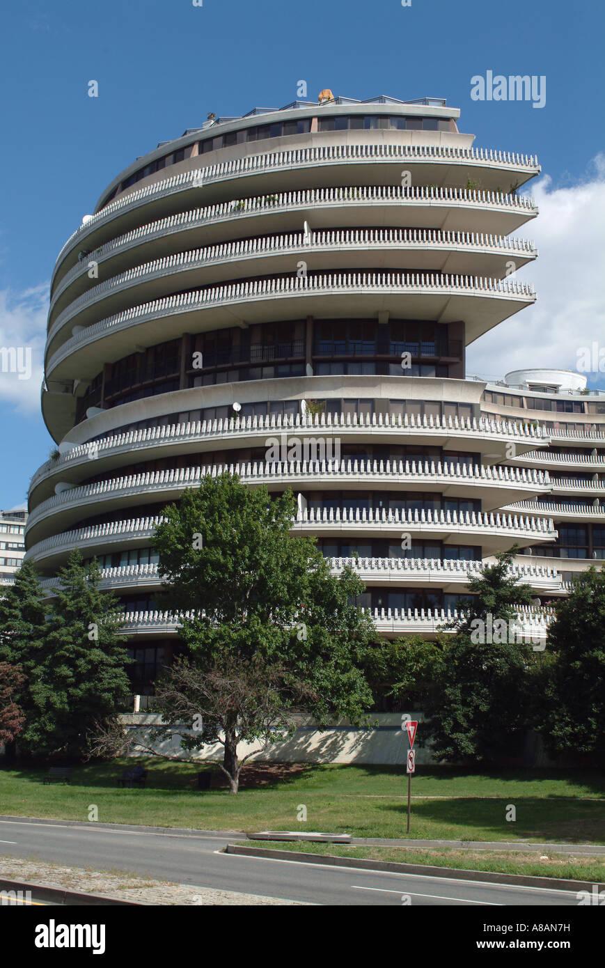 usa-washington-dc-the-watergate-apartment-building-A8AN7H.jpg