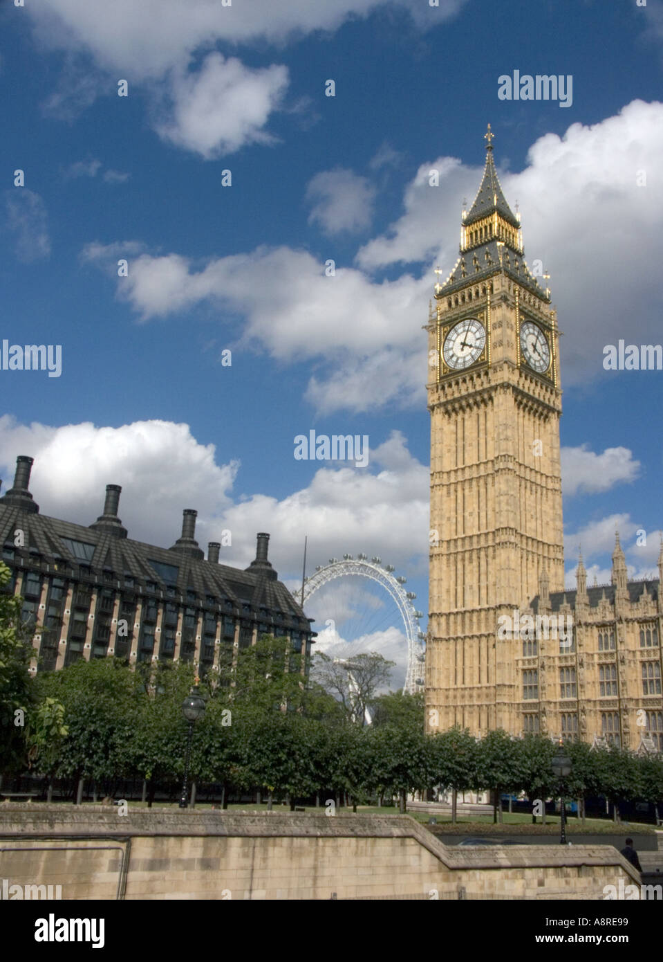 Big Ben and London Eye British English England Big Ben Saint St Stephens Stephen s Steven s Tower  central London, - Stock Image