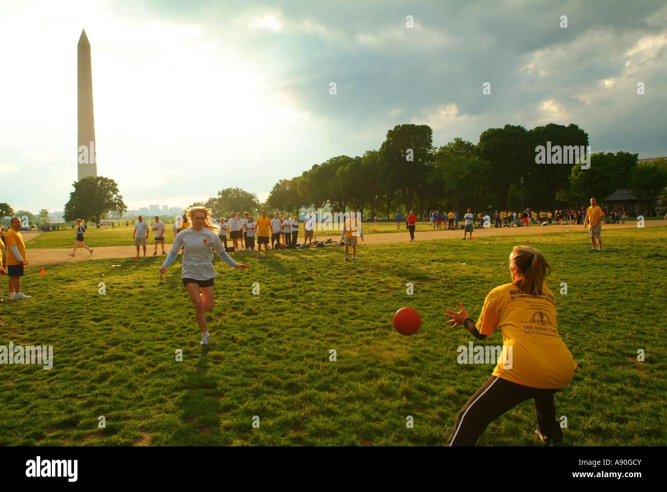 usa-washington-dc-kickball-tournament-on-the-national-mall-A90GCY.jpg