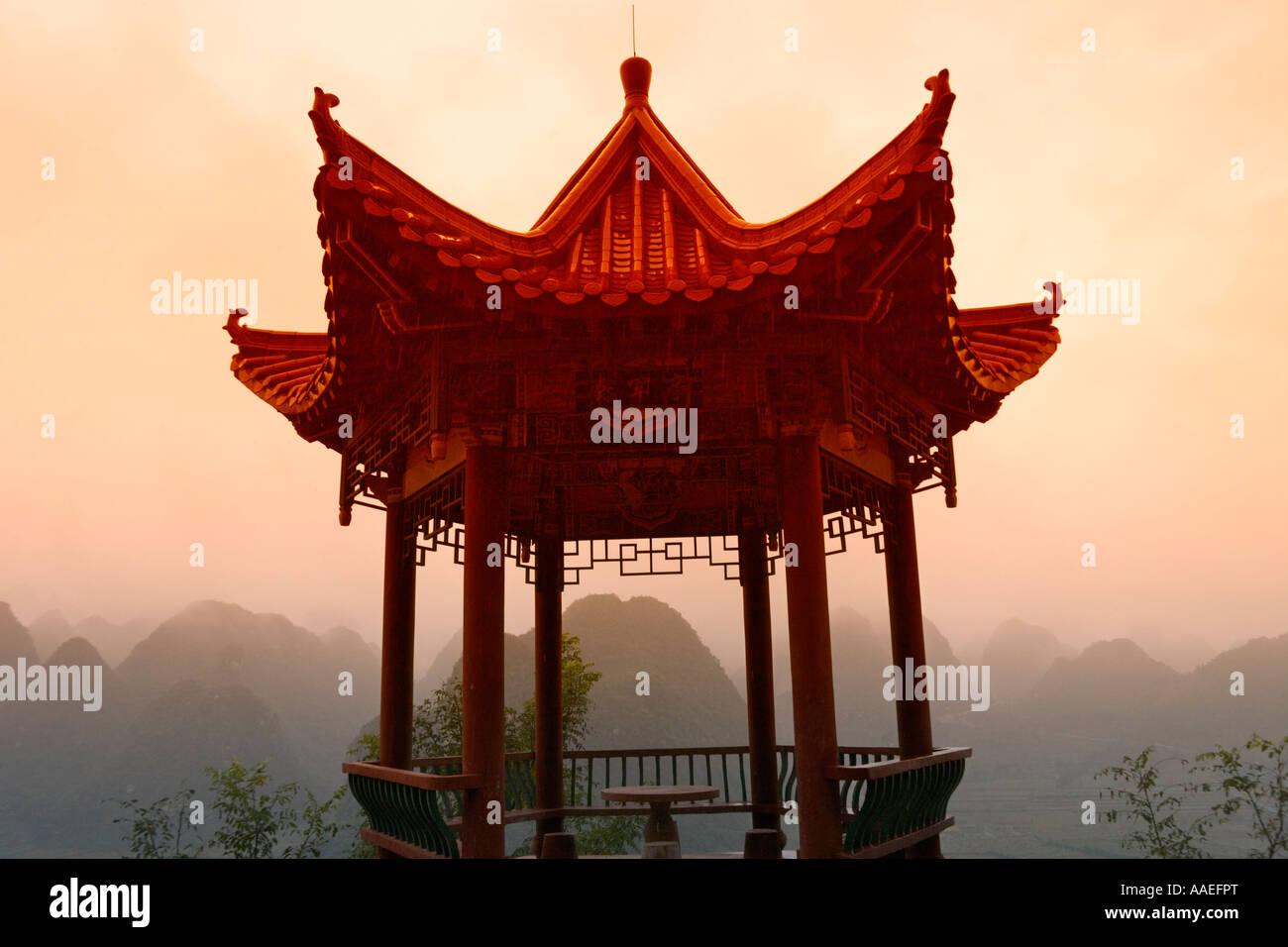Pavilion with karst hills in mist, Thousand Peaks, Guizhou, China - Stock Image