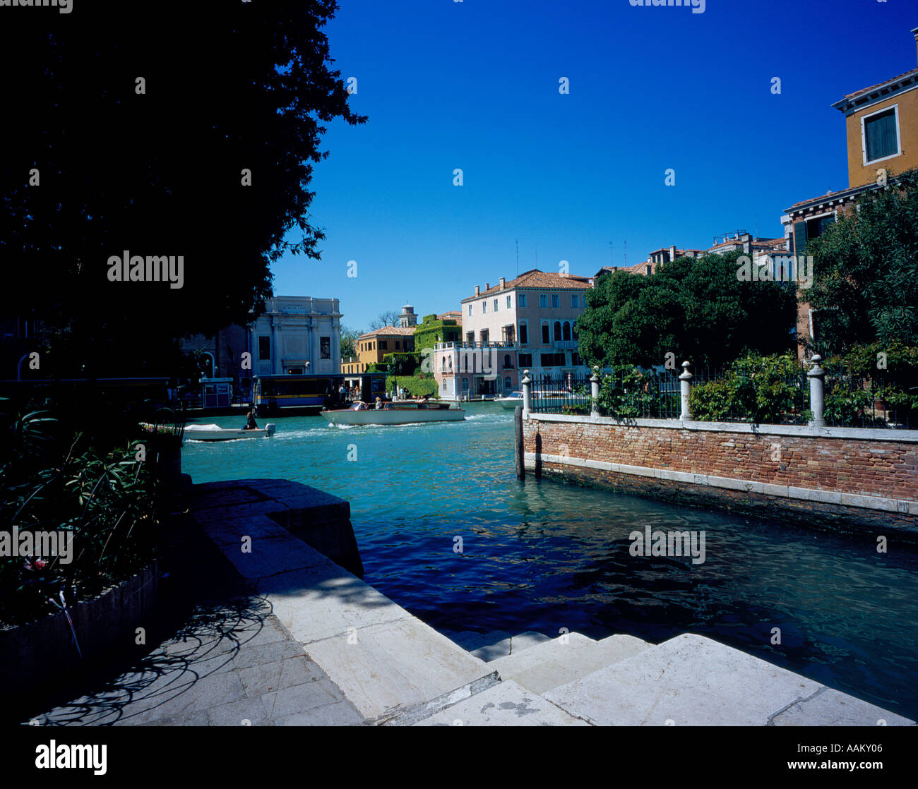 looking at Canal Grande at Accademia, Venice, UNESCO World Heritage Site, Italy, Europe. Photo by Willy Matheisl - Stock Image