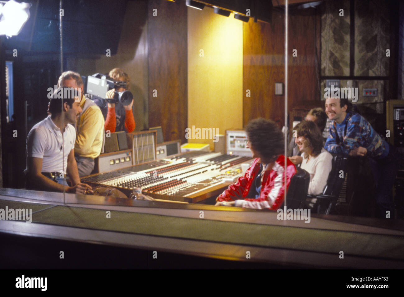 Freddie Mercury lead singer rock group Queen in control room 22 October 1980 with Brian May and others from the - Stock Image