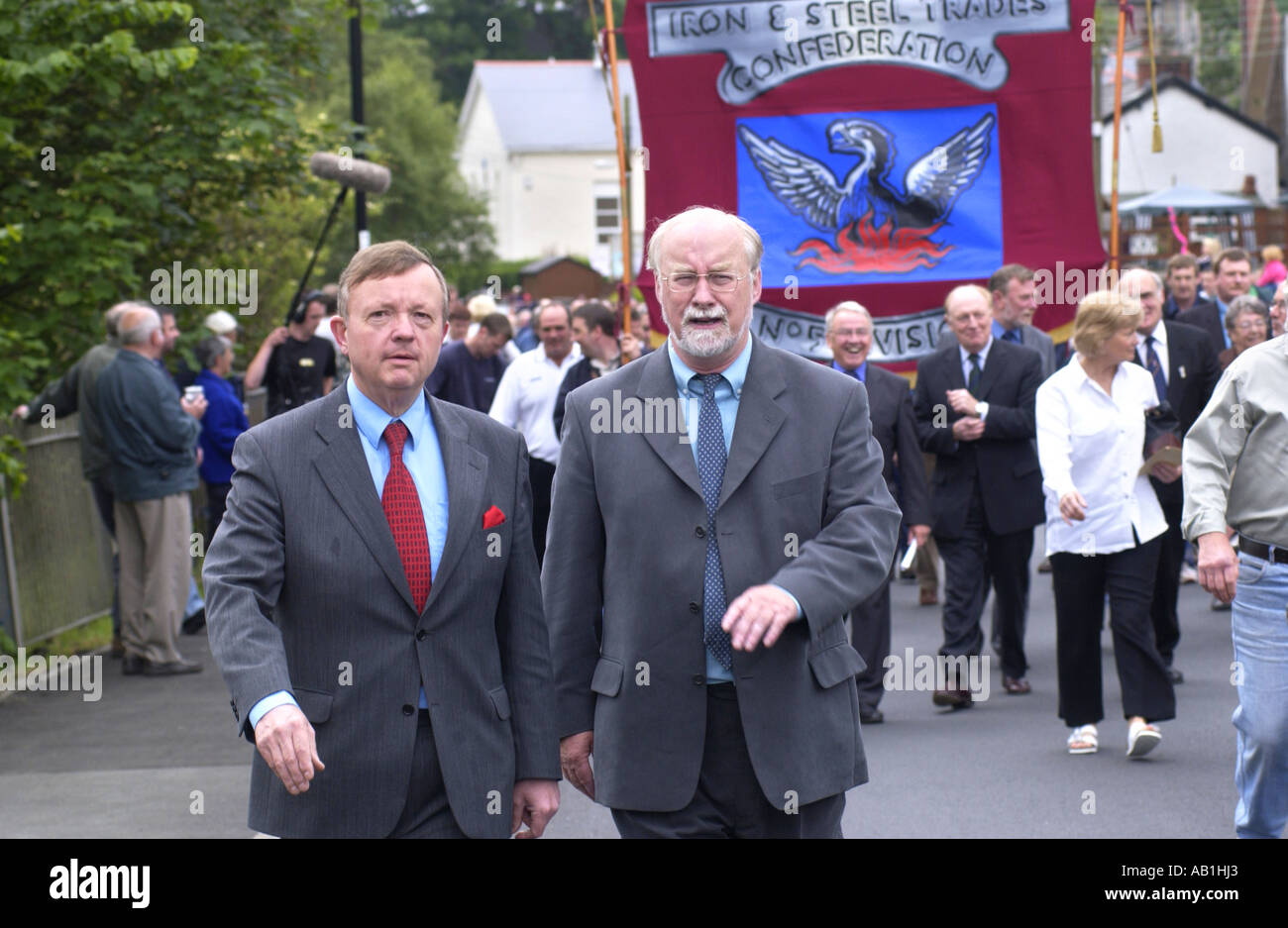 labour-politicians-peter-law-l-llew-smith-r-march-with-workers-and-AB1HJ3.jpg