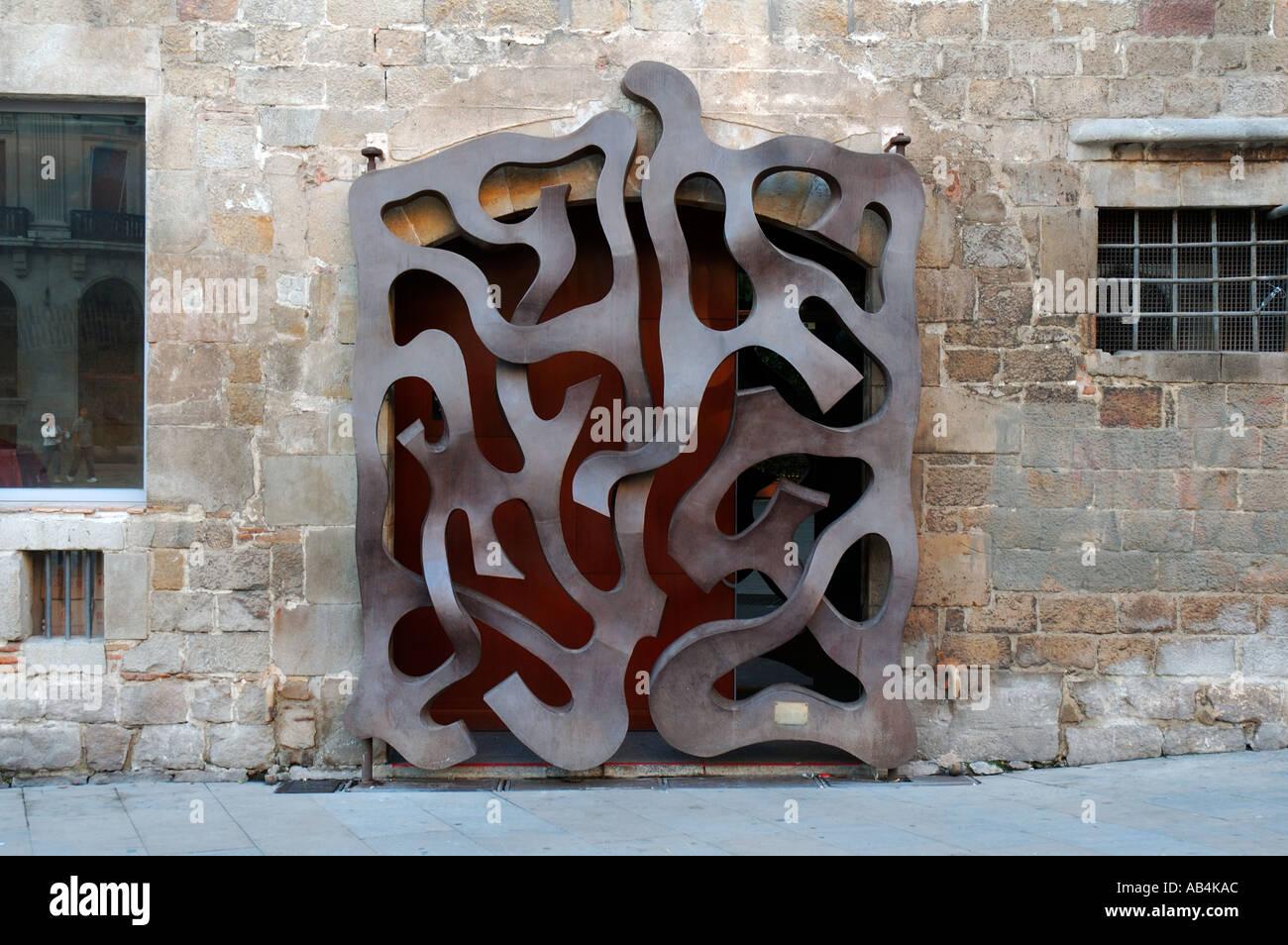 door-at-the-diocesan-museum-of-barcelona