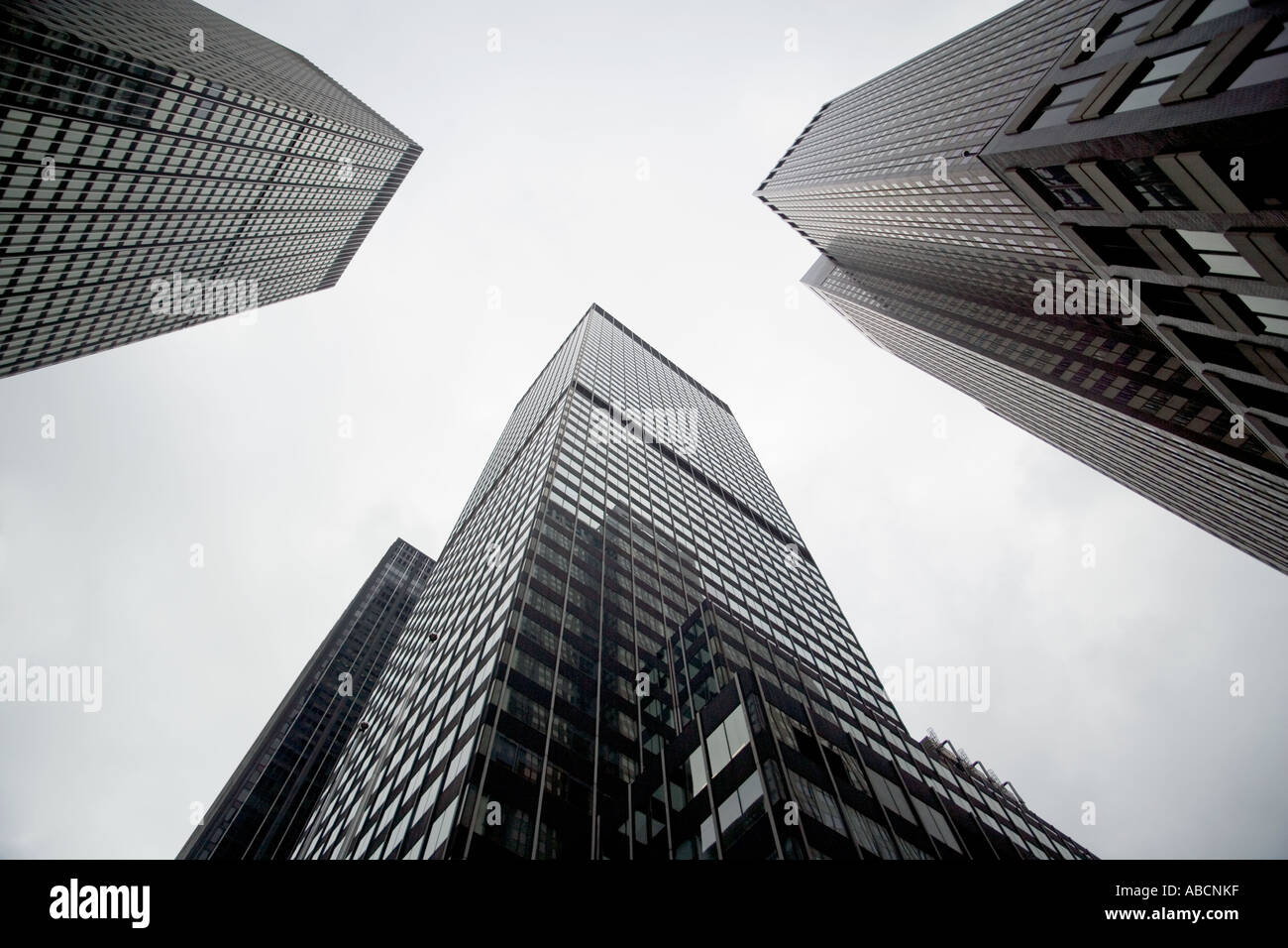 Looking up at new york skyscrapers - Stock Image