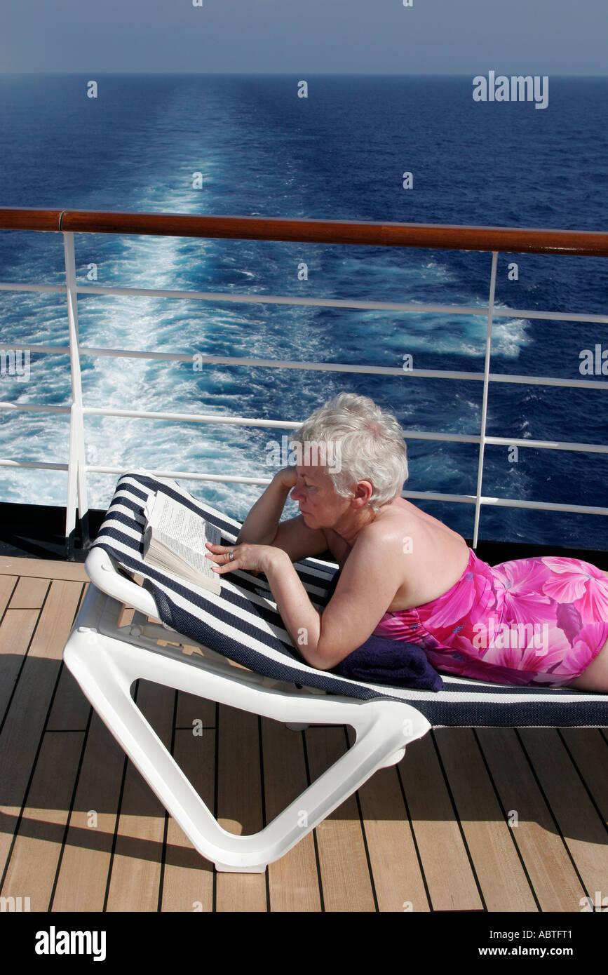 New York Atlantic Ocean Holland America Line Ms Noordam Lido Deck