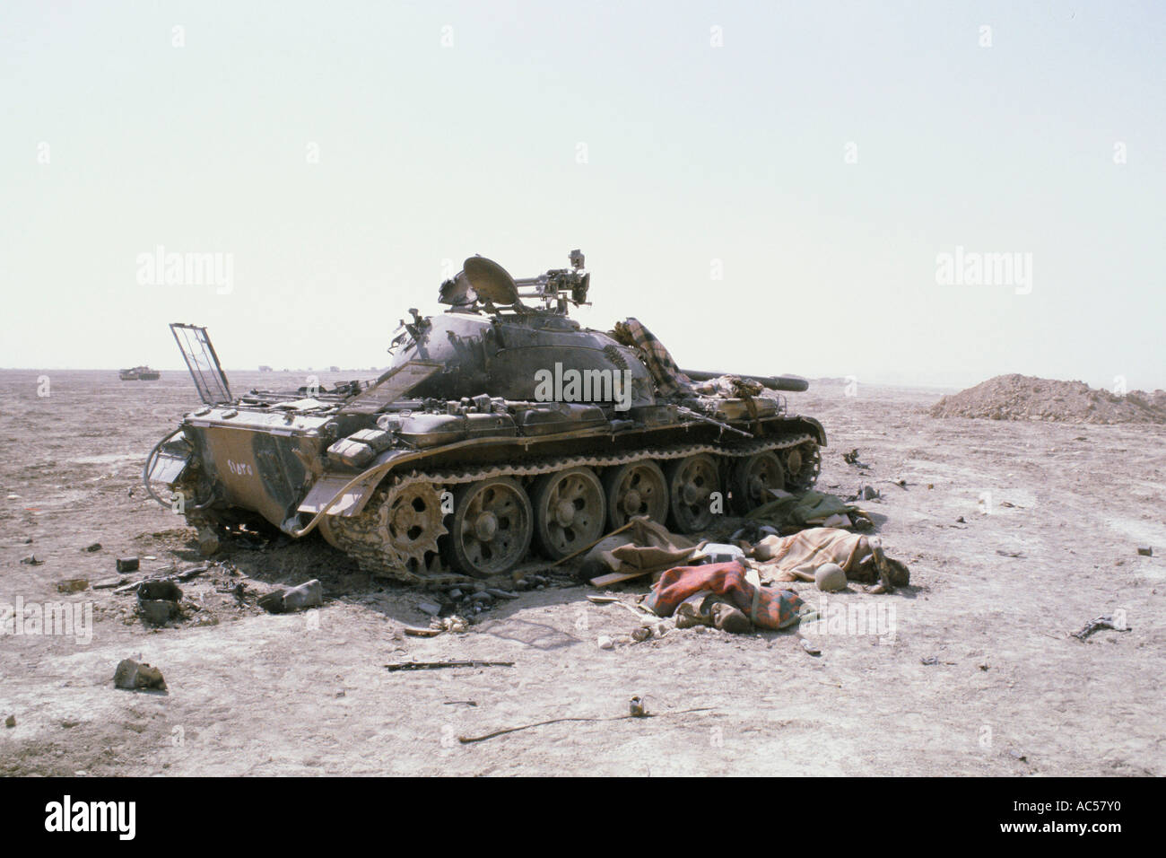 https://c7.alamy.com/comp/AC57Y0/iran-iraq-war-1982-demolished-tank-and-dead-soliders-covered-by-blankets-AC57Y0.jpg