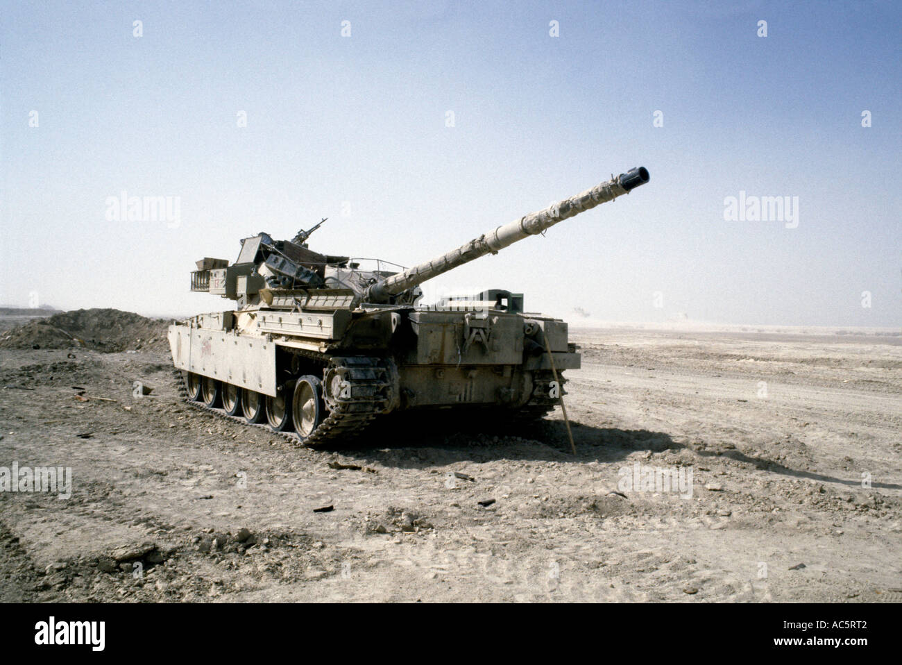 https://c7.alamy.com/comp/AC5RT2/iraqi-tank-during-iran-iraq-war-1980s-AC5RT2.jpg