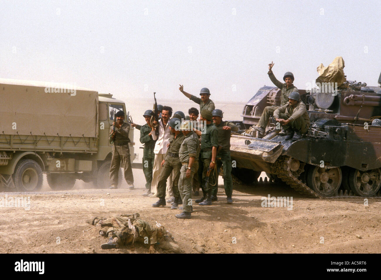 https://c7.alamy.com/comp/AC5RT6/iraqi-troops-during-iraq-iran-war-1980s-AC5RT6.jpg