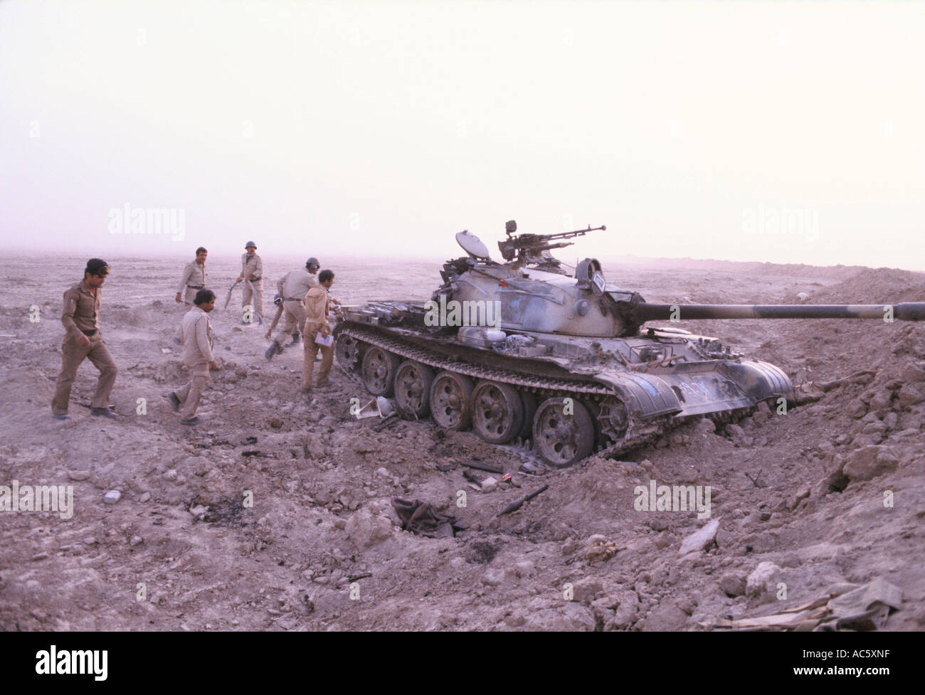 https://c7.alamy.com/comp/AC5XNF/iraq-iran-war-iraqi-soldiers-approach-captured-iranian-tank-near-basra-AC5XNF.jpg