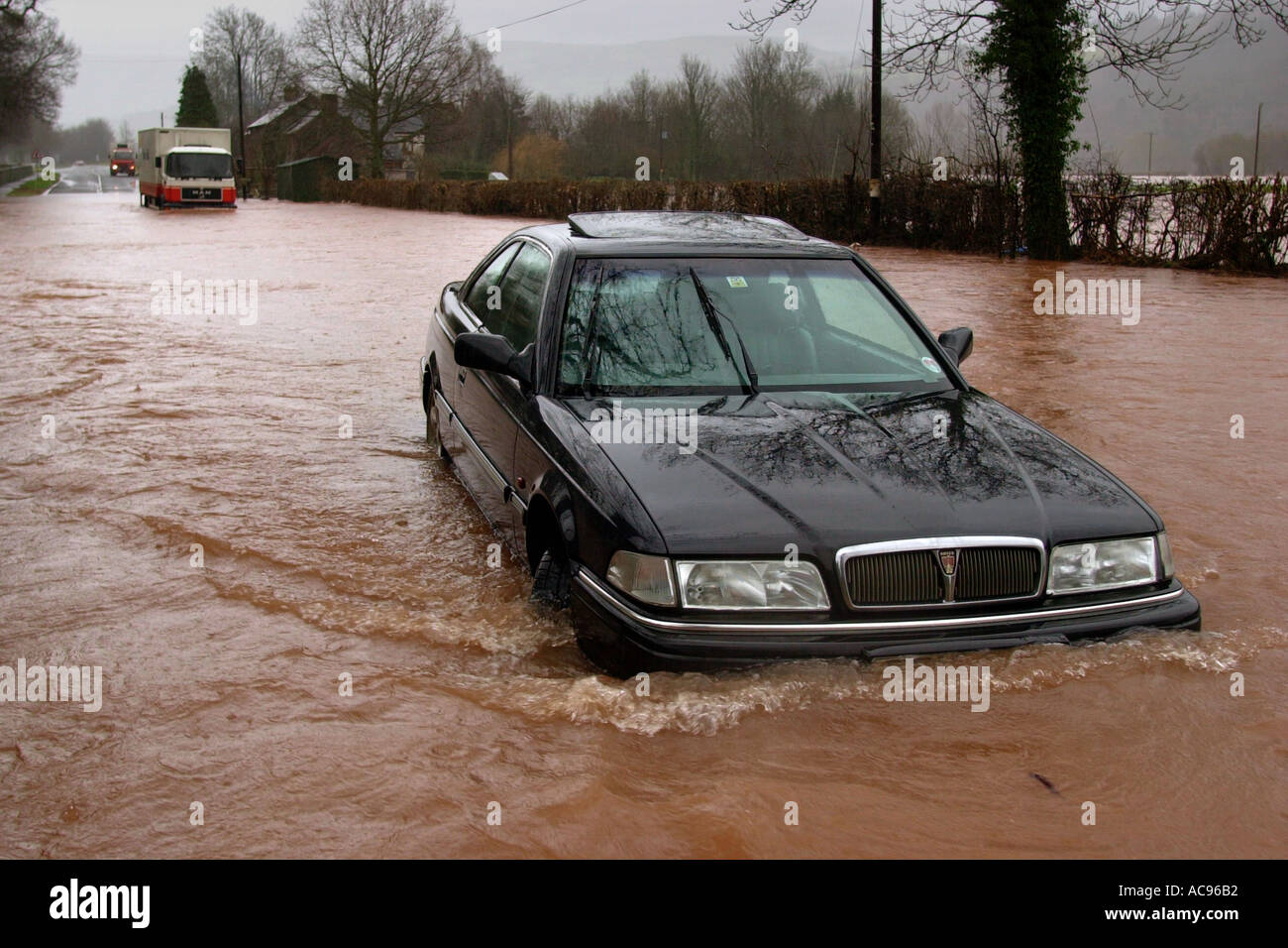 car-and-lorry-stranded-on-flooded-a40-ro