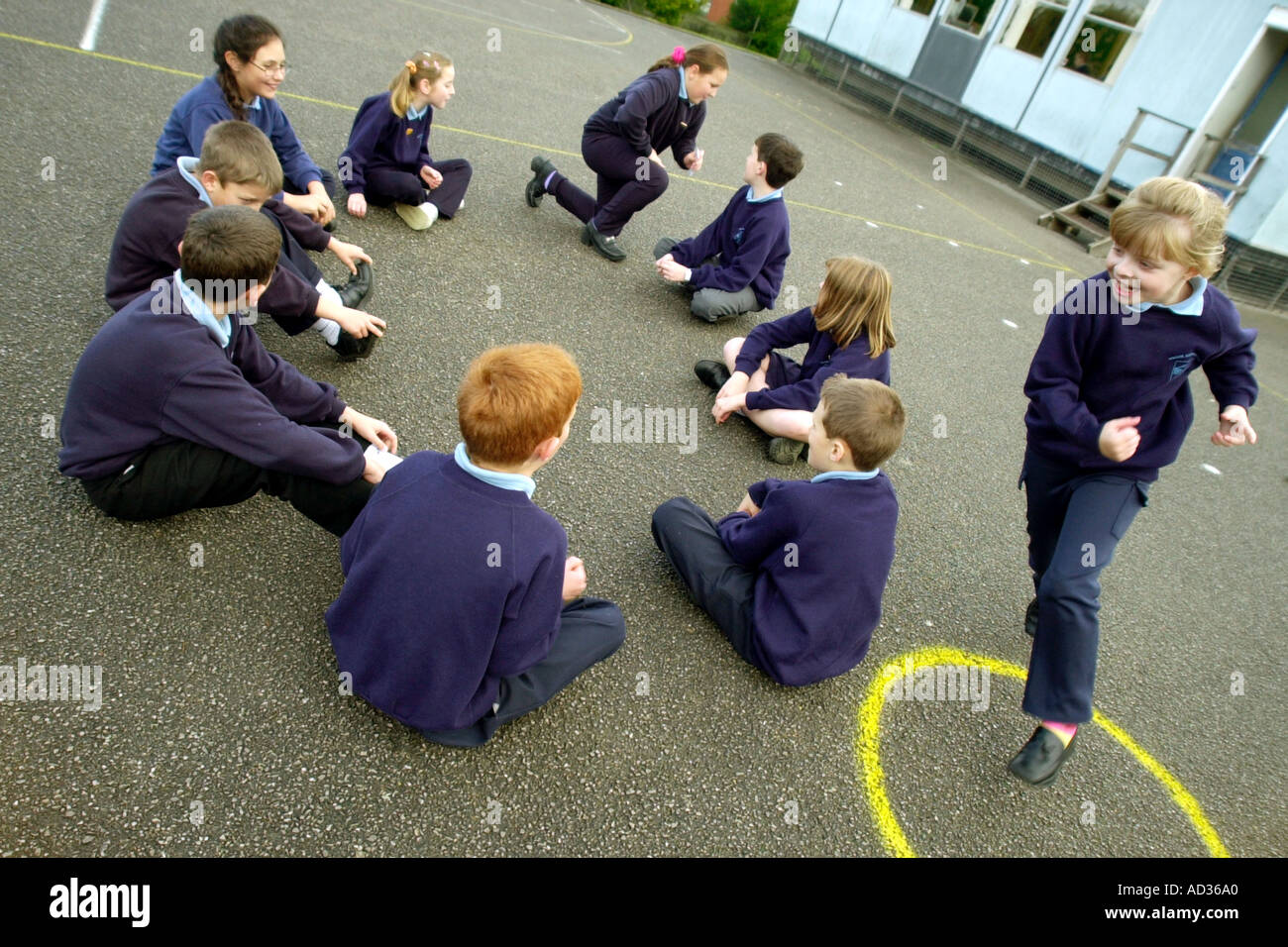 pupils-play-i-wrote-a-letter-to-my-love-game-at-break-time-in-the-AD36A0.jpg