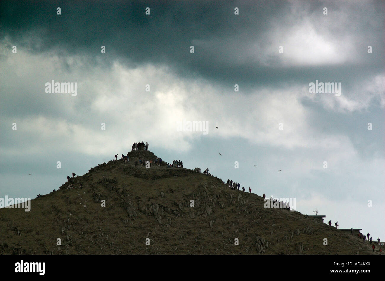 hundreds-of-day-trippers-cluster-on-the-summit-of-snowdon-in-north-AD4KX0.jpg