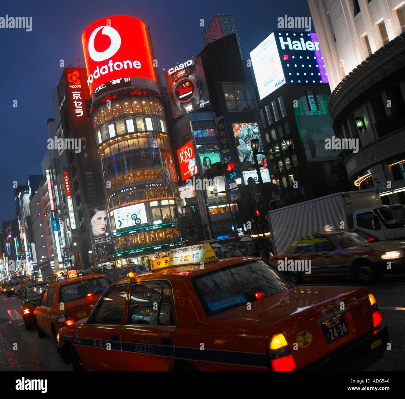 Ginza shopping district of Tokyo by night - Stock Image