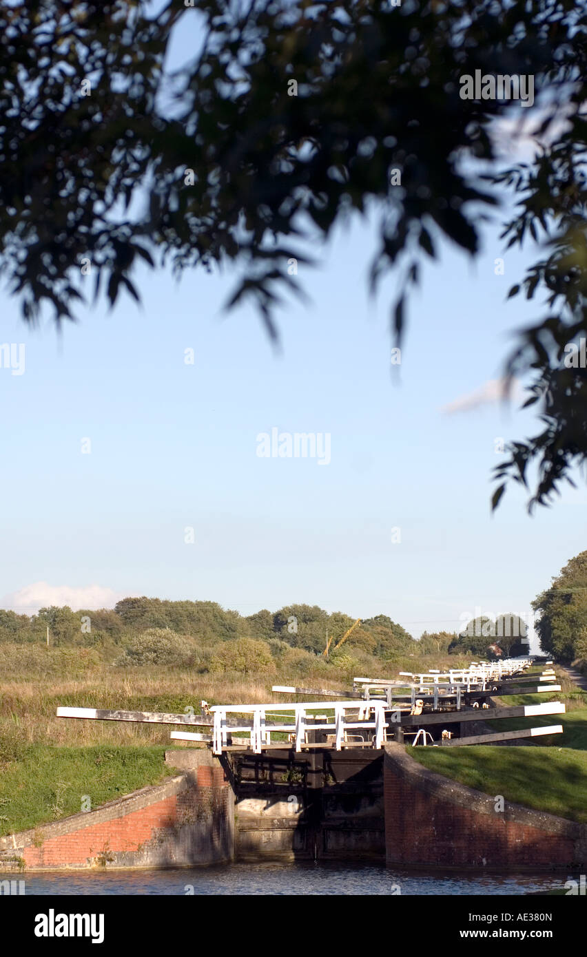 PICTURE CREDIT Doug Blane The flight of locks at Devizes on the kennet and avon canal - Stock Image