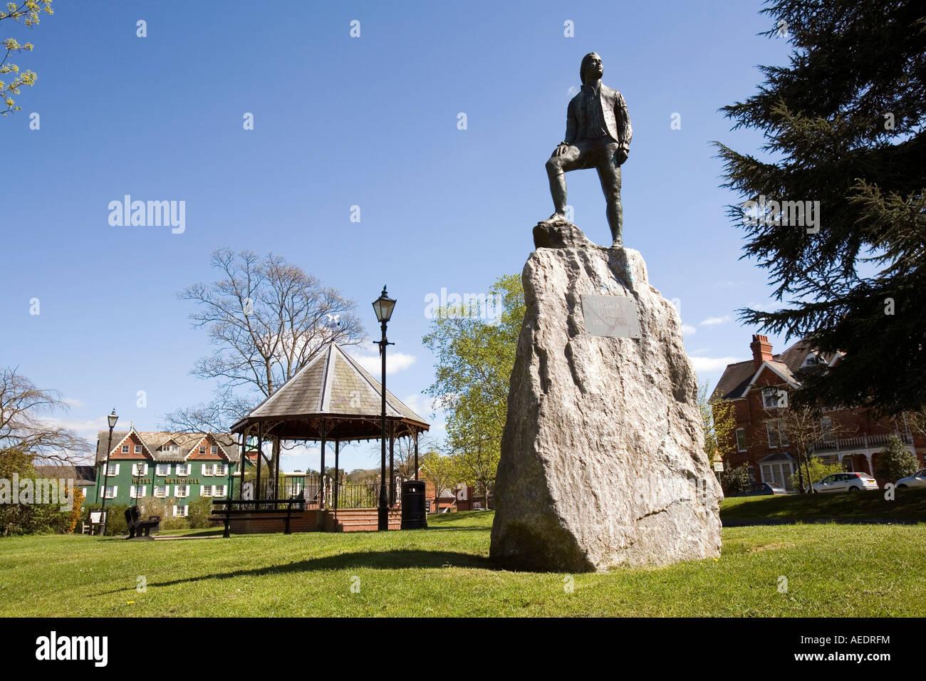 UK Wales Powys Llandrindod Wells South Crescent Gardens statue of artist Thomas Jones Stock Photo