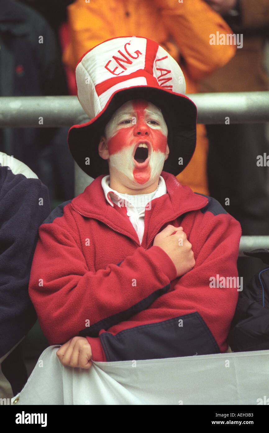 young-english-rugby-fan-singing-the-national-anthem-god-save-the-queen-AEH3B3.jpg