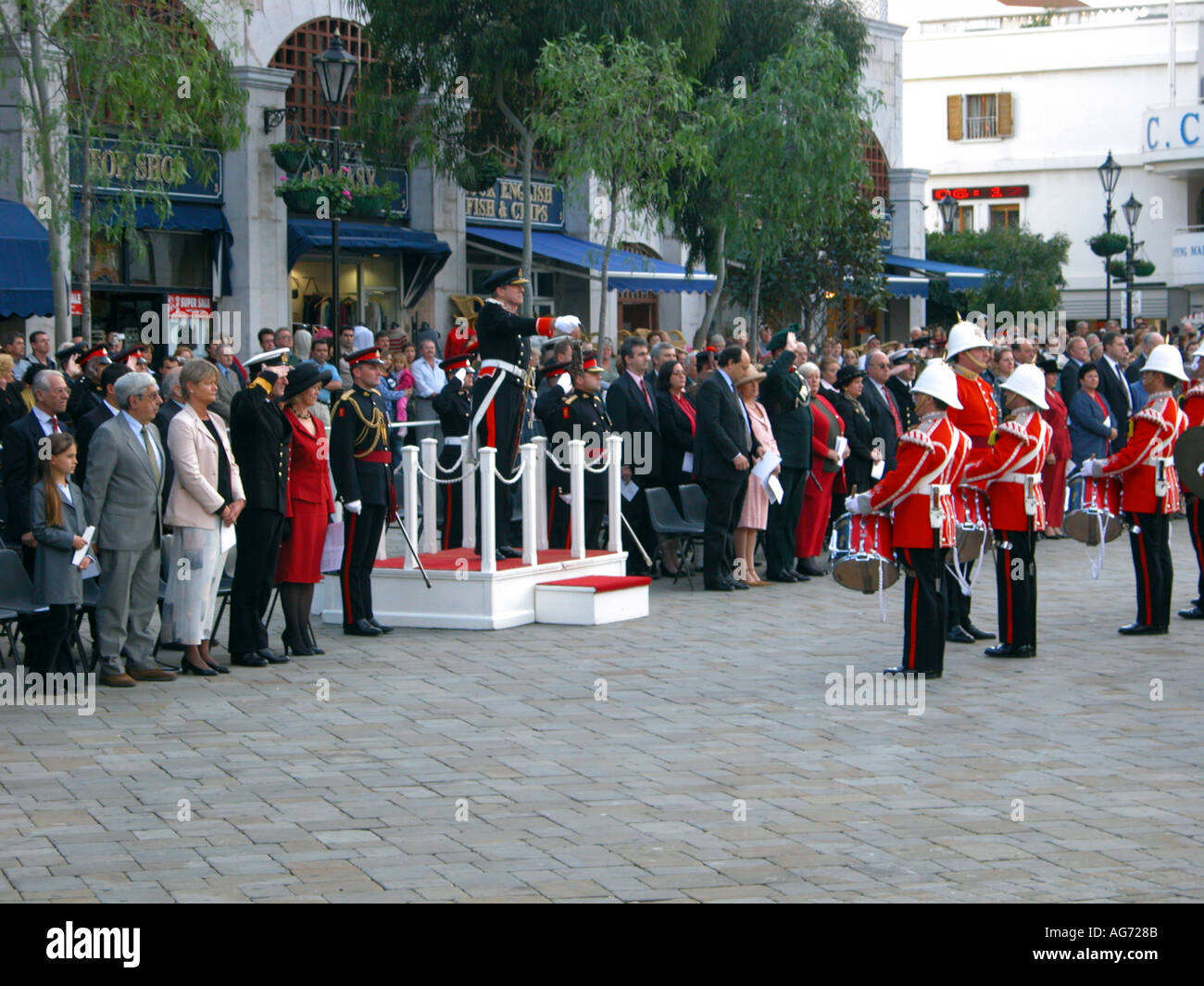Sir Francis Richards governor of Gibraltar at The Ceremony Of The Keys 2003 Ceremony ceremonial keys army soldier - Stock Image