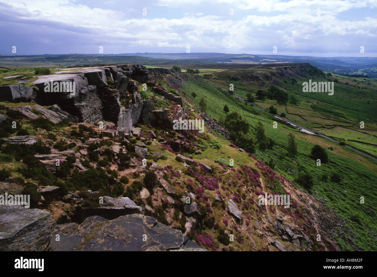 Froggatt Edge in the Peak District. Popular with climbers, hikers, hangliders and paragliders - Stock Image