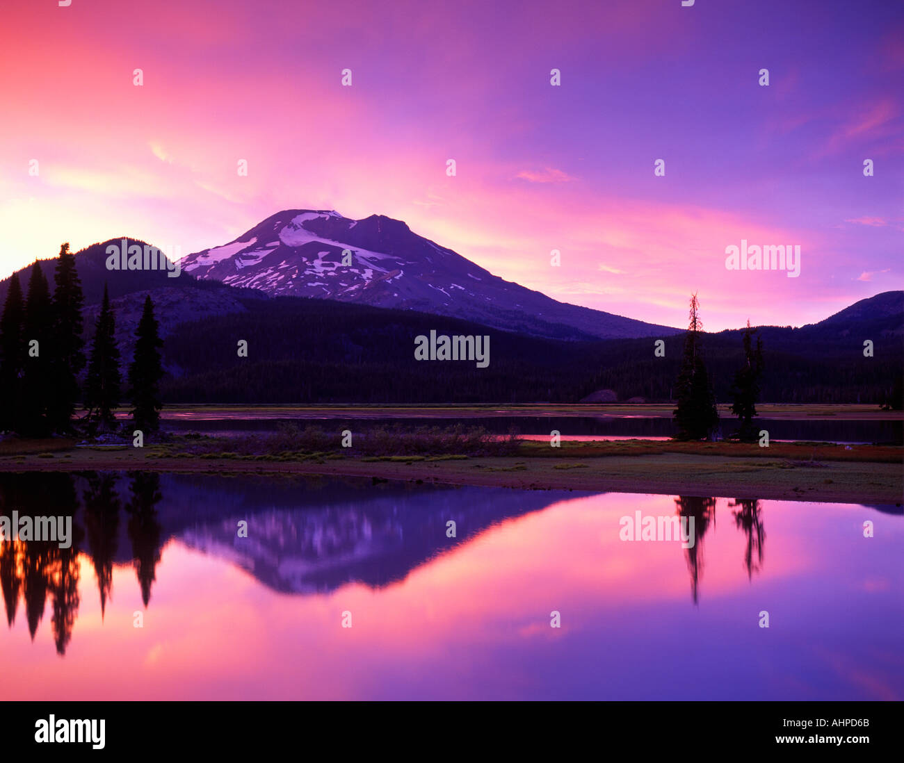 Sparks Lake and South Sister Mountain at sunset Oregon - Stock Image