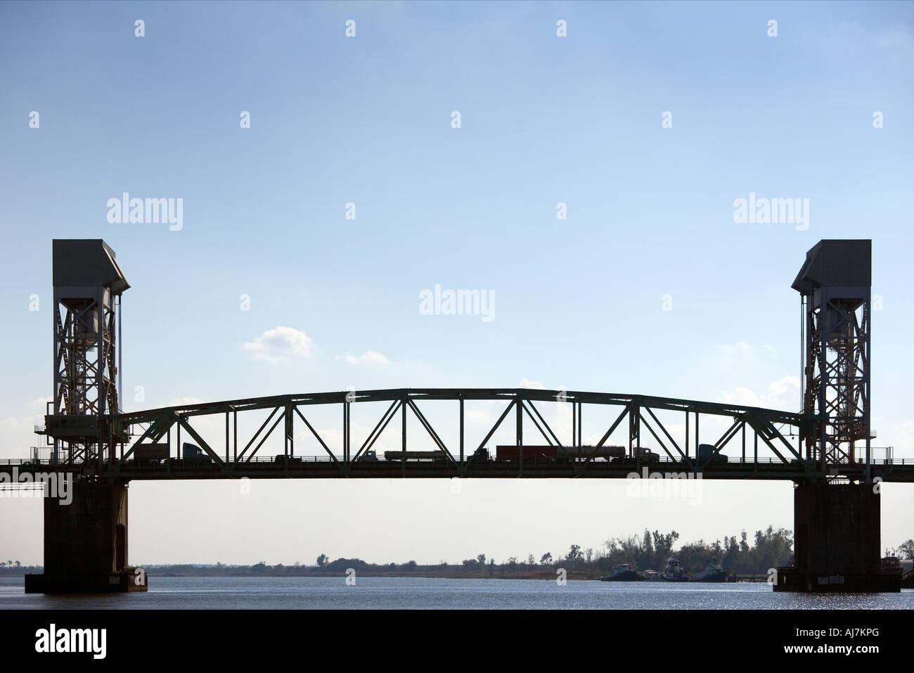 https://c7.alamy.com/comp/AJ7KPG/cape-fear-memorial-bridge-wilmington-north-carolina-nc-usa-cape-fear-AJ7KPG.jpg