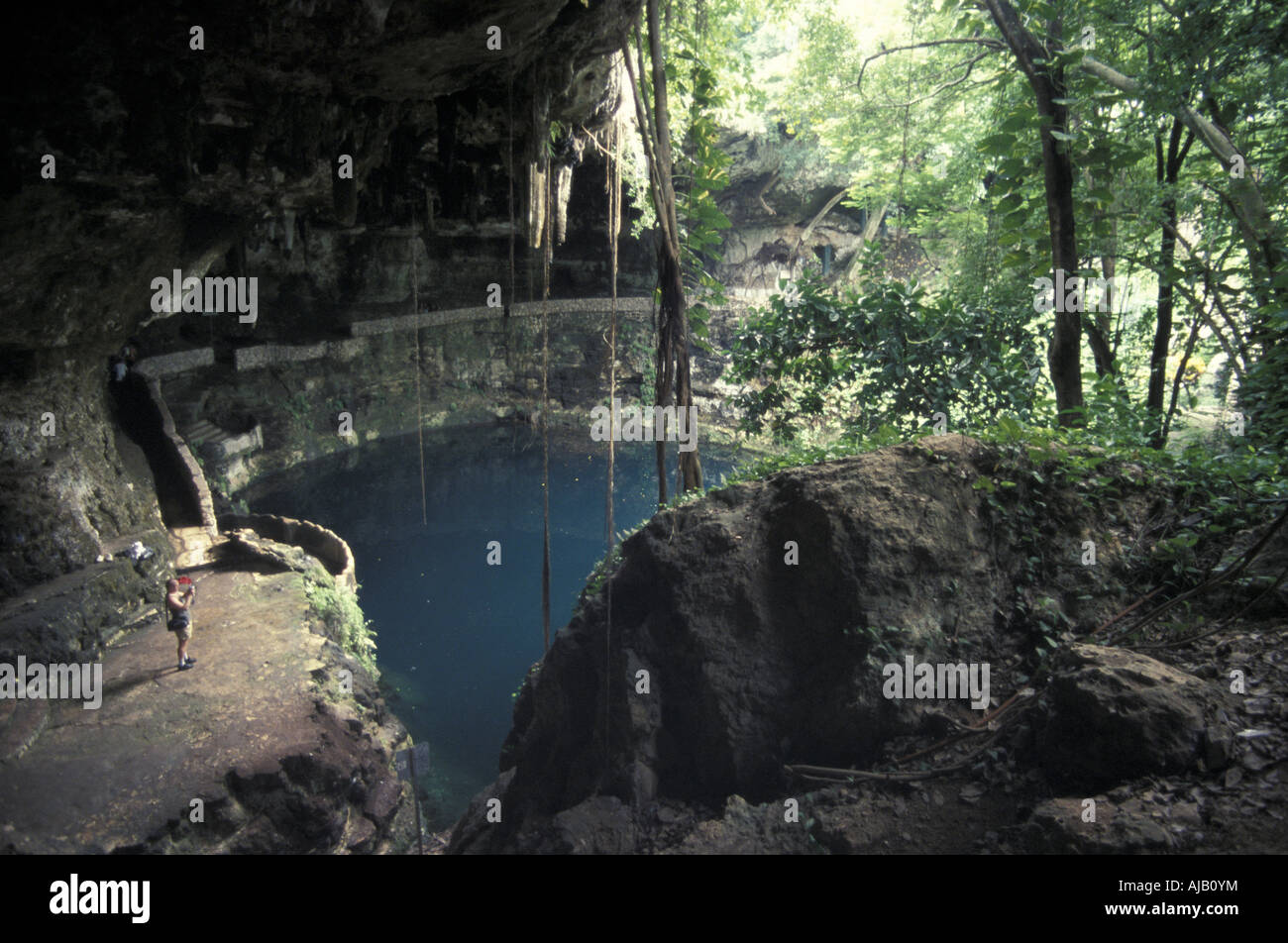https://c7.alamy.com/comp/AJB0YM/tourist-photographing-the-the-cenote-zaci-valladolid-yucatan-mexico-AJB0YM.jpg