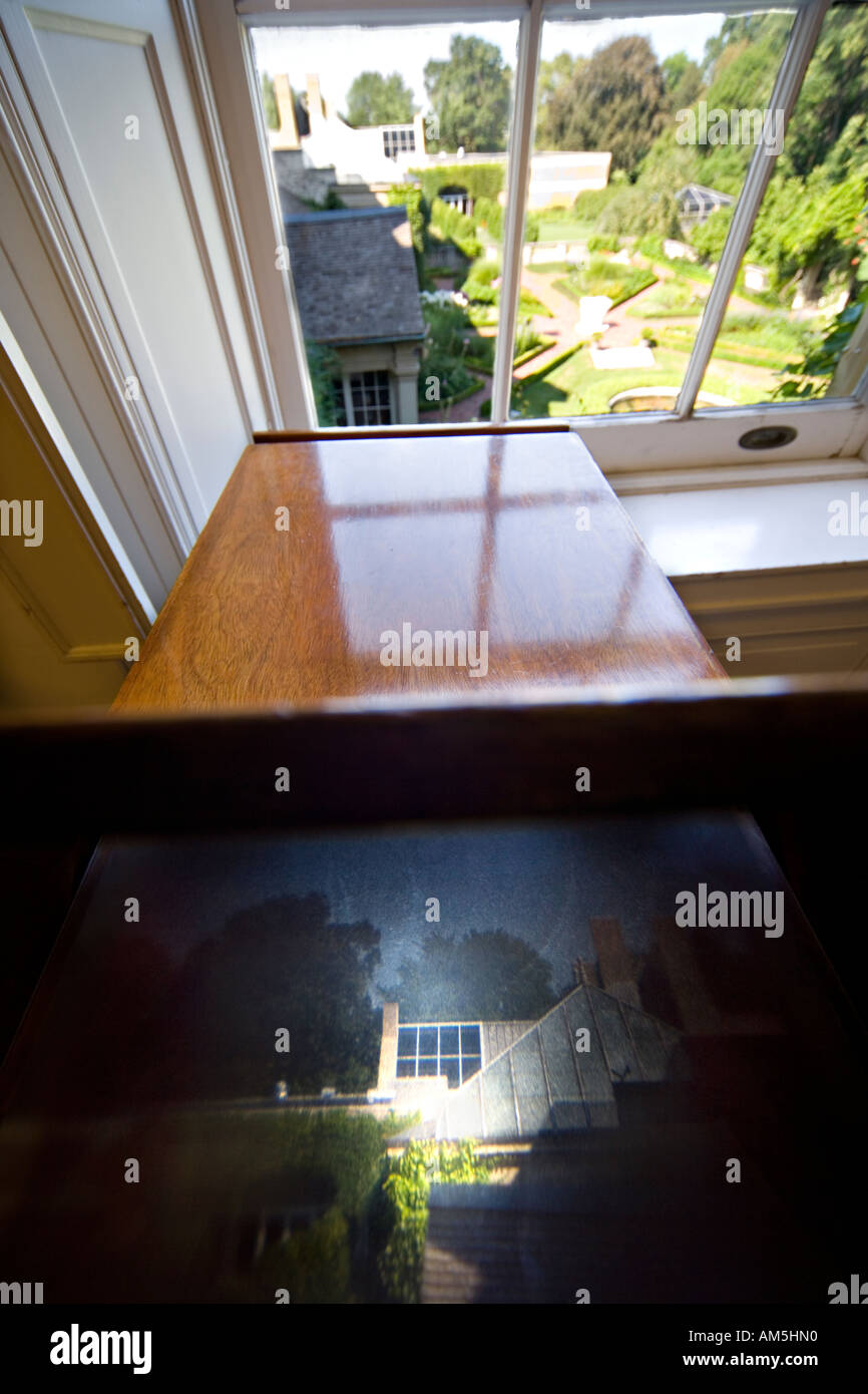https://c7.alamy.com/comp/AM5HN0/camera-obscura-in-the-educational-department-at-george-eastman-house-AM5HN0.jpg