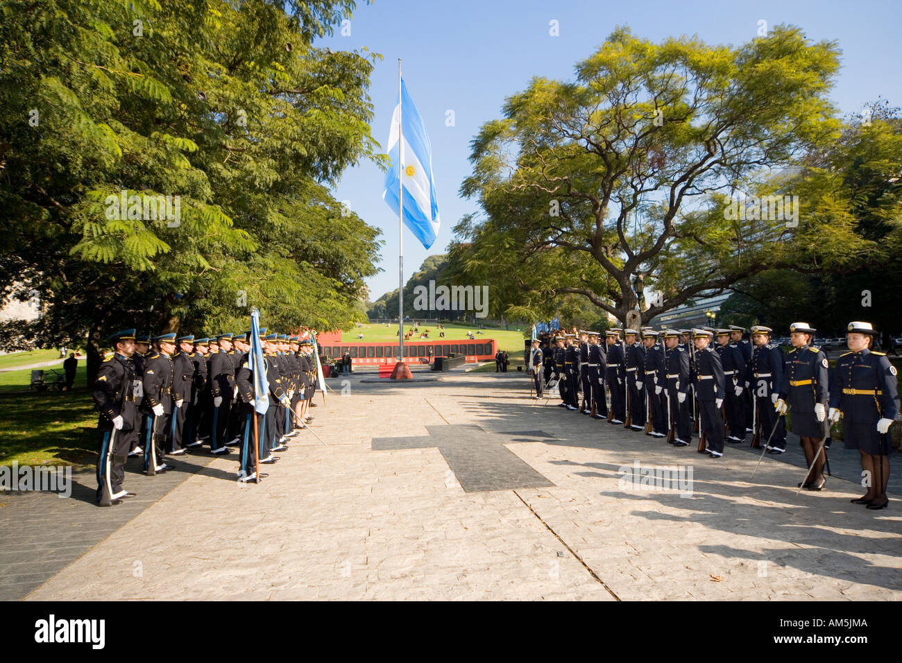 https://c7.alamy.com/comp/AM5JMA/monumento-a-los-caidos-en-malvinas-buenos-aires-remembrance-day-at-AM5JMA.jpg