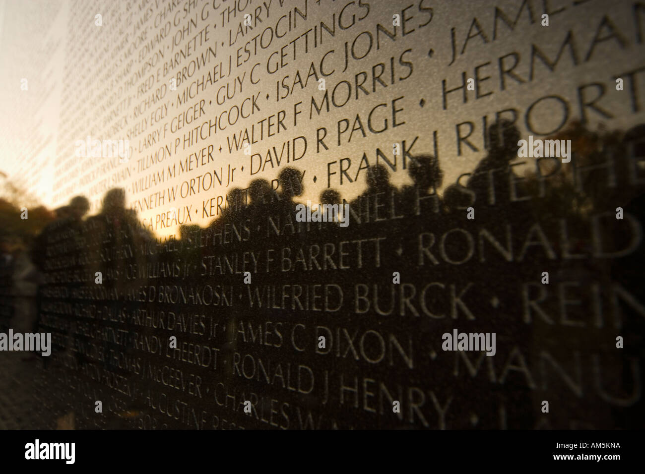 washington-vietnam-memorial-washington-vietnam-veterans-war-memorial-AM5KNA.jpg