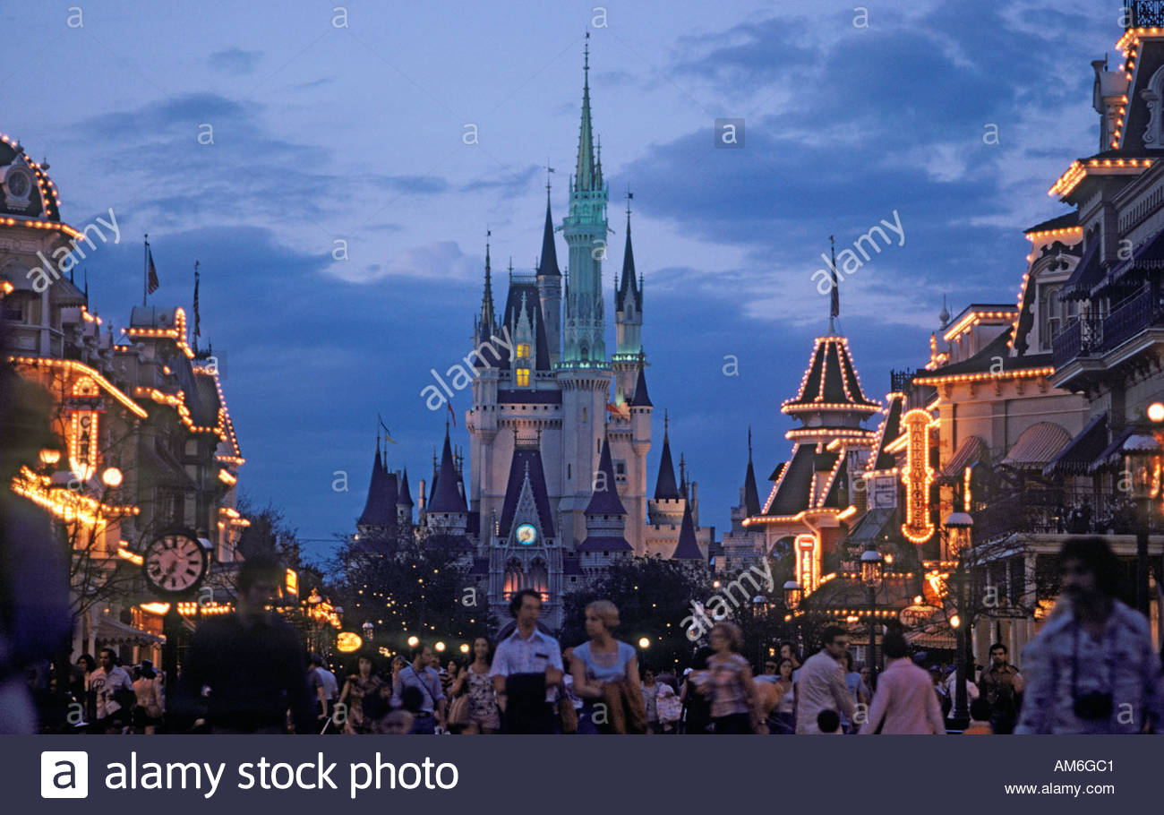 cinderella-castle-and-main-street-in-the