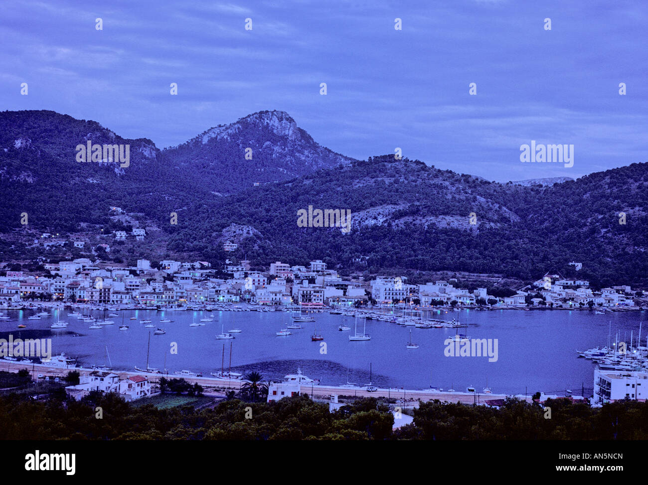 dusk-in-the-fishing-village-of-port-dand